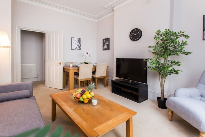Cosy & Bright, Excellent Travel Links, Earls Court