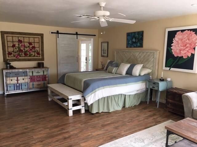 Peaceful Bonita private guest suite near trails