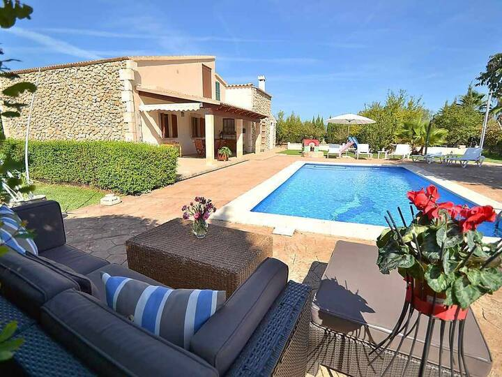 Beautiful country house with pool and air conditioning ideal for children