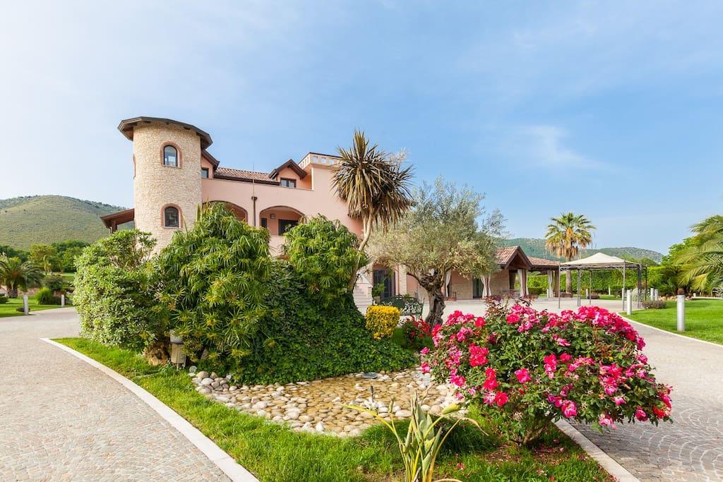Bellissima suite vicino caserta appartamenti in affitto for Affitti caserta arredati
