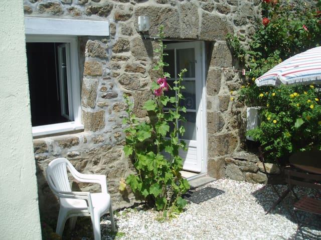 """""""le repaire""""  modeste mais charmant studio 27m² - St-Malo - Huis"""