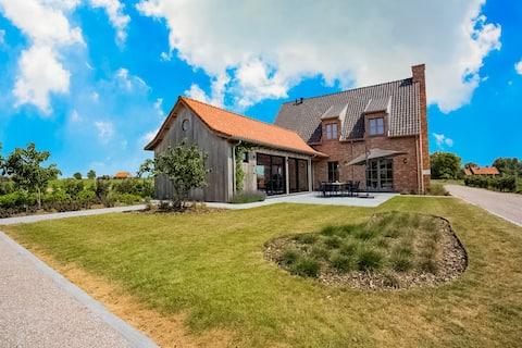 Chic Villa in Comines-Warneton with Garden