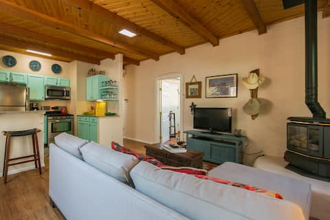 ABQ Casita - Private Guest house behind residence