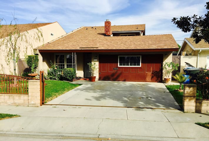 Comfortable spacious quiet and close to everything - Santa Fe Springs