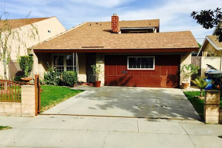 Comfortable spacious quiet and close to everything - Santa Fe Springs - House