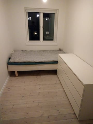 Small room, easy bus access to city center - Søborg - Apartemen