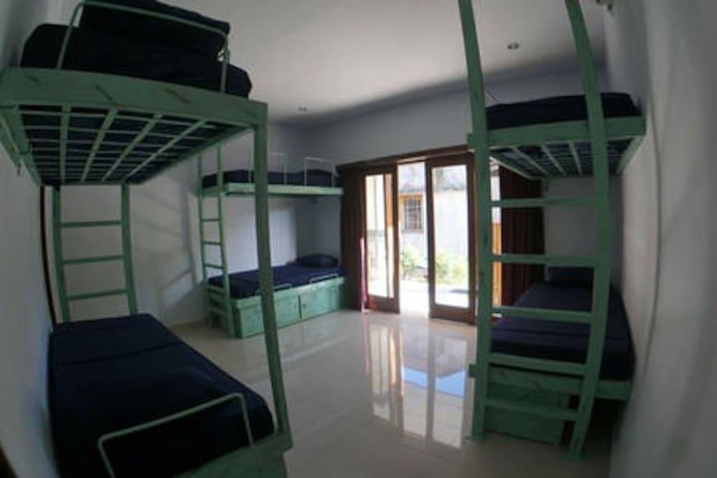 6 Bed Dorm - Bali Monkey House_Surf Camp, Canggu