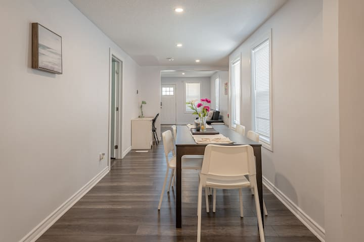 New Sweet Home By the falls/walk to Clifton hill!