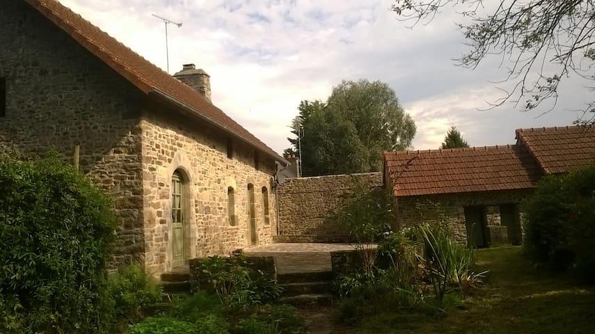 La Croix Blondel - Neuville-en-Beaumont - Dom