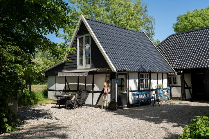 Small cottage with lots of privacy and very quiet