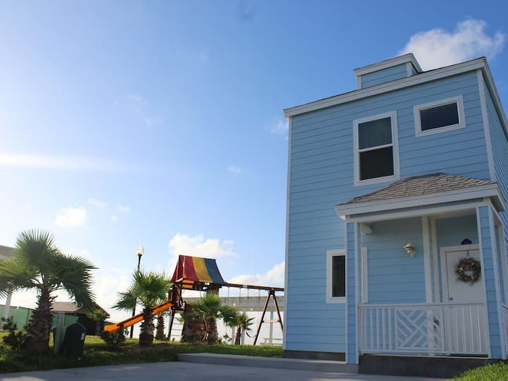 WATERFRONT BAYSIDE BEAUTIFUL HOME CLOSE TO SPI