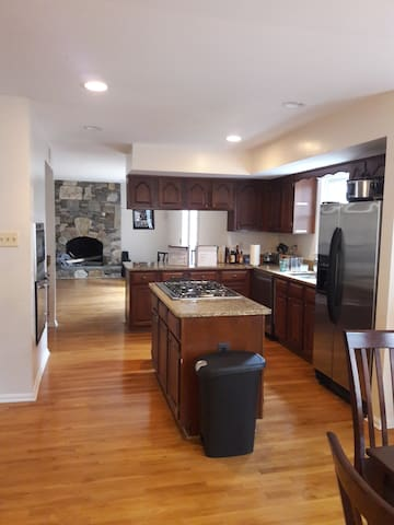 *** HUGE LUXURY HOUSE, TRAVELERS WELCOME, CHEAP **