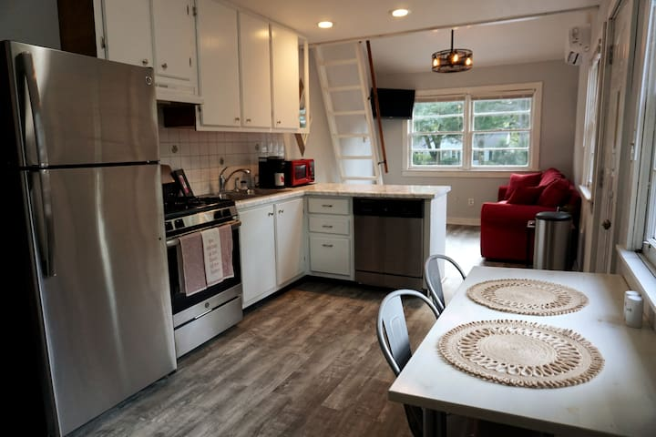 Cozy Lofted Retreat in Decatur