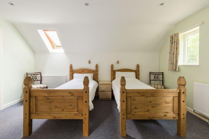 20 bed building set in woodland