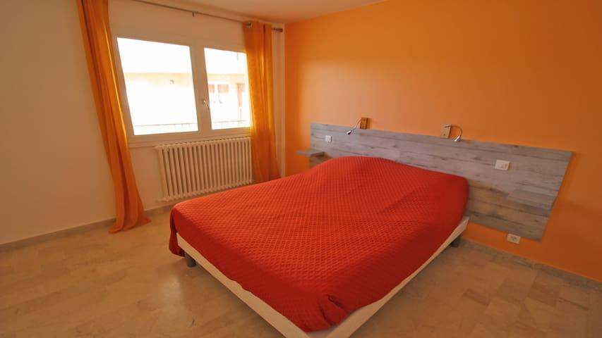 Chambre 1 : taille du lit 140x190