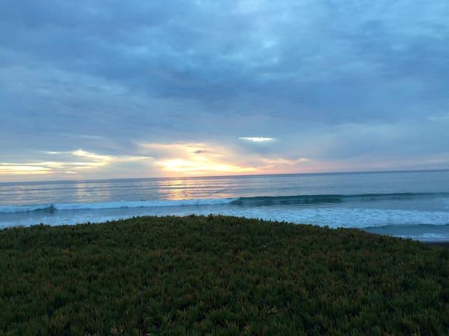Artful Ocean & Ranch View Condo - San Simeon - Condominium
