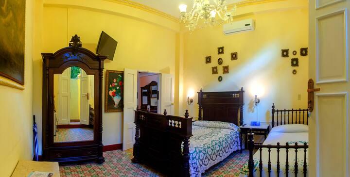 Authentic boutique room in Hostal D' Cordero