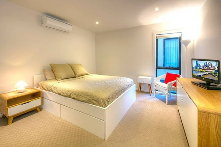 Superbly spacious luxury living - Frankston South - Apartemen