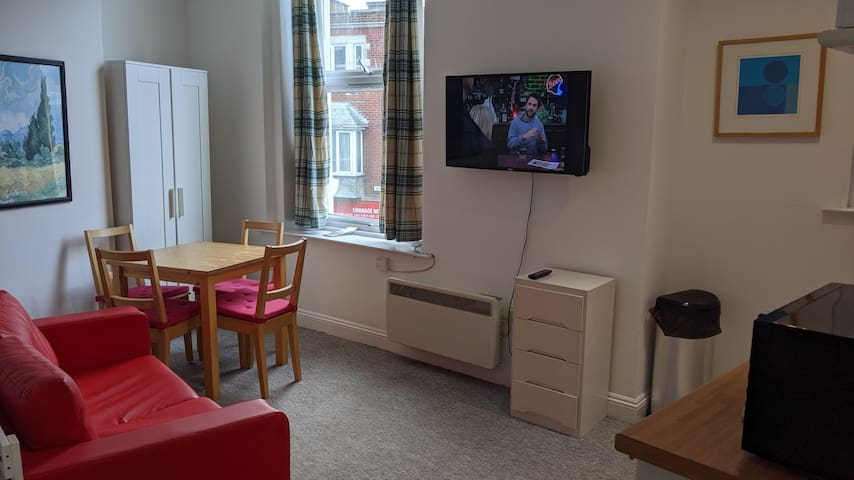 Swanage Town Centre - Clean & Simple Studio Flat