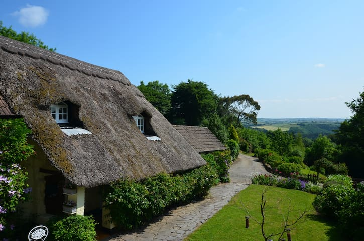 Beautiful 17th century thatched cottage