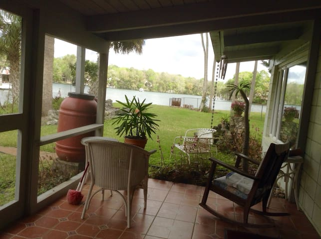 Waterfront apt. adjoins host home - Homosassa - Apartament
