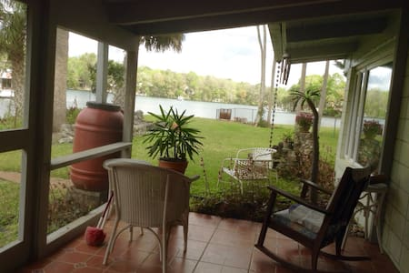 Waterfront apt. adjoins host home - Homosassa - Leilighet
