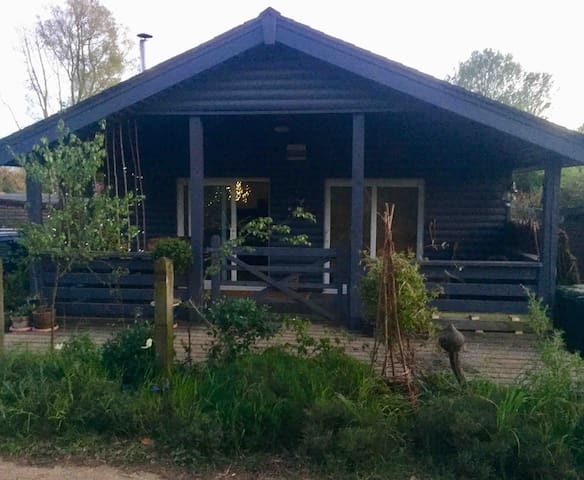 Peaceful Cabin Near the Lakes and lovely woodland