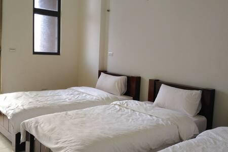 德爾菲莊園dalphi manor 離車站走路約3分鐘路程,可坐往日月潭、九族、埔里。 - Yuchi Township - Minsu (Tayvan)