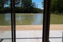 Terrasse privée donnant sur l'étang