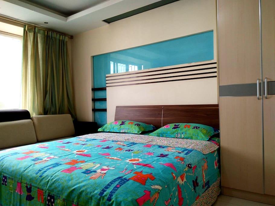 卧室1-1.8米超级舒适的席梦思大床