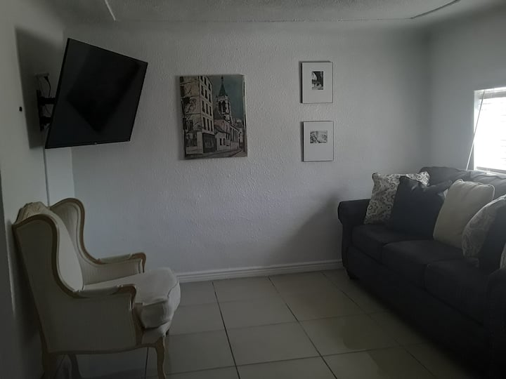 Diamond in the Rough.  Nice 1-Bedroom in Safe area