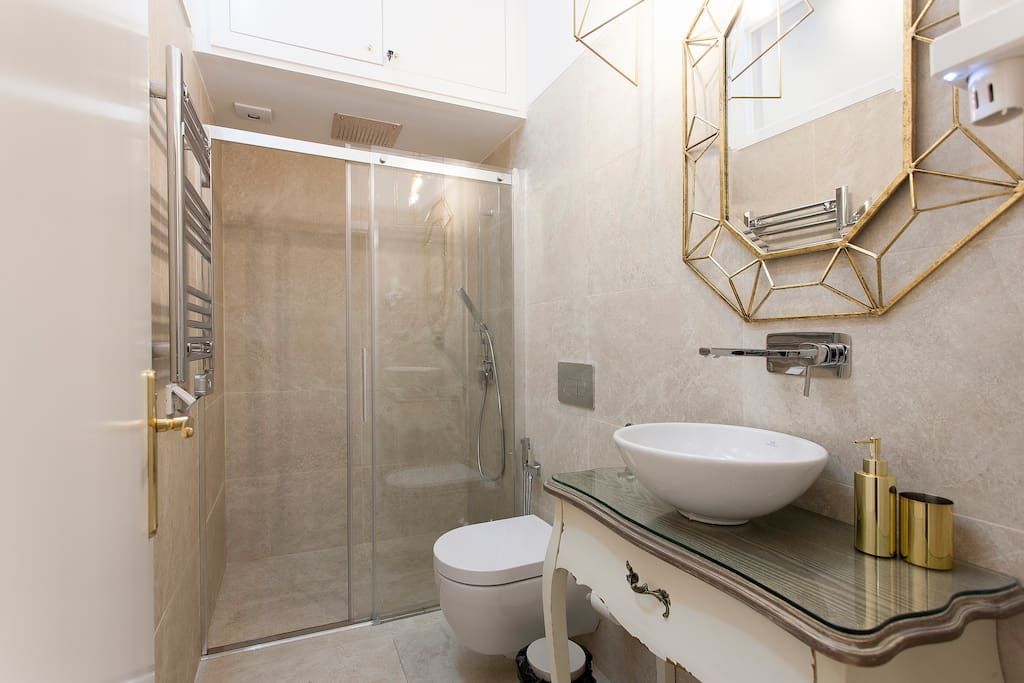 WC with walk in shower