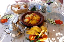 you can always order the dinner from local chef Rachid / tagine withs fish, chicken or vegetarian, with salads, sezonal fruits and mint tea / 7 EUR per person