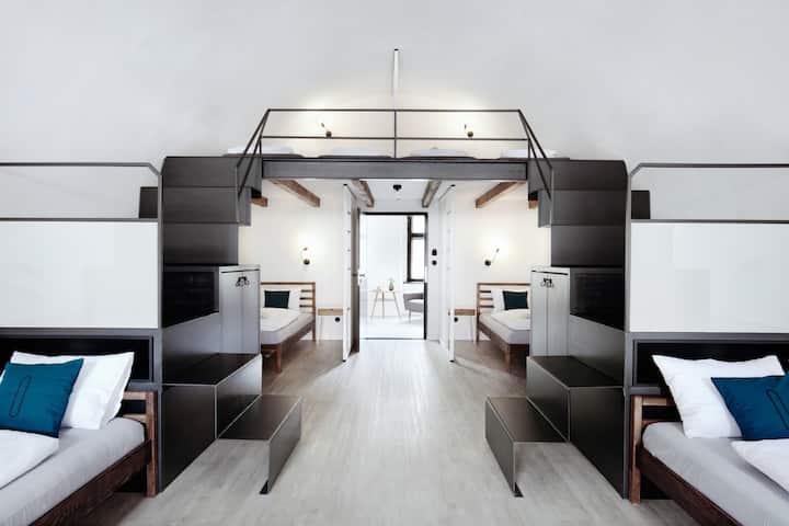 6 Bed Dorm - Long Story Short Hostel & Café