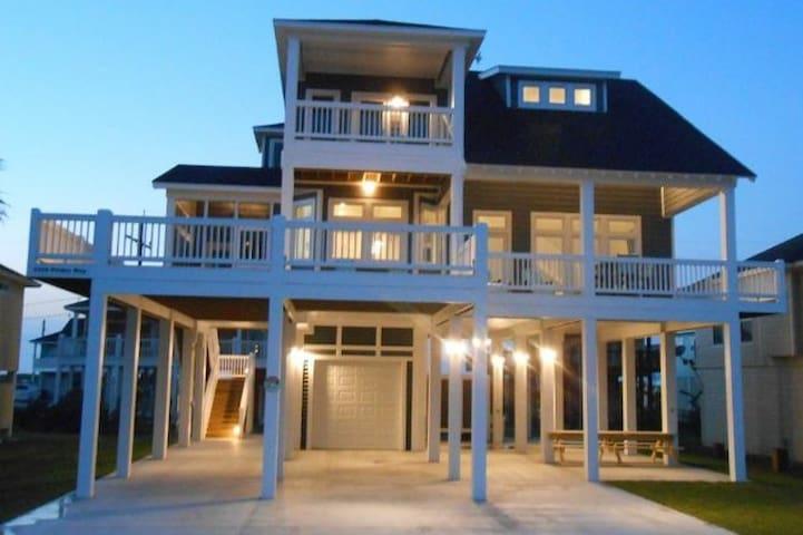 Luxury beach home w/Beach Views King bed sleeps 12