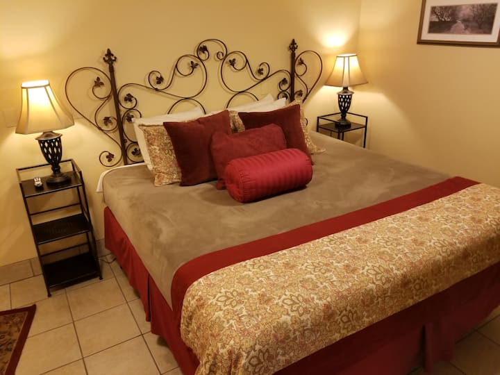 Oak Street Hotel - Suite 1