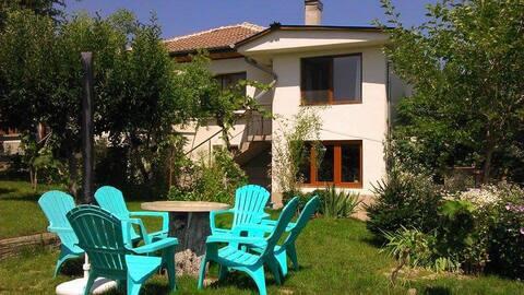 Big garden, table tennis, outdoor kitchen, privacy