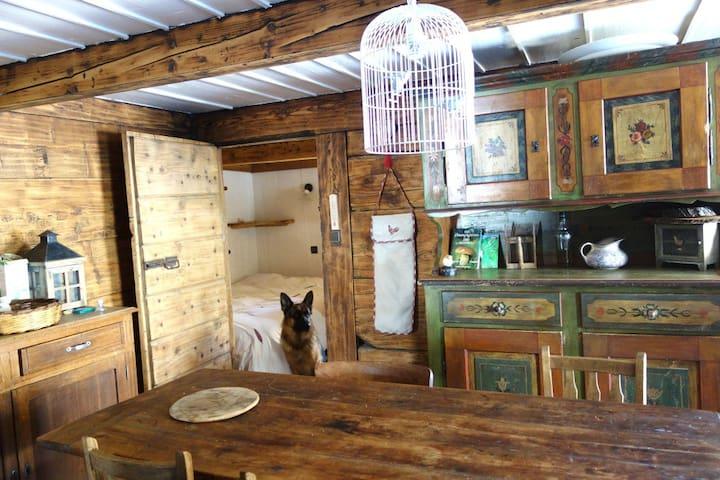 cuisine et chambre attenante