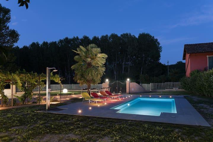 Casa Parone - Unesco 3 km autostrada 15 Asti-Alba