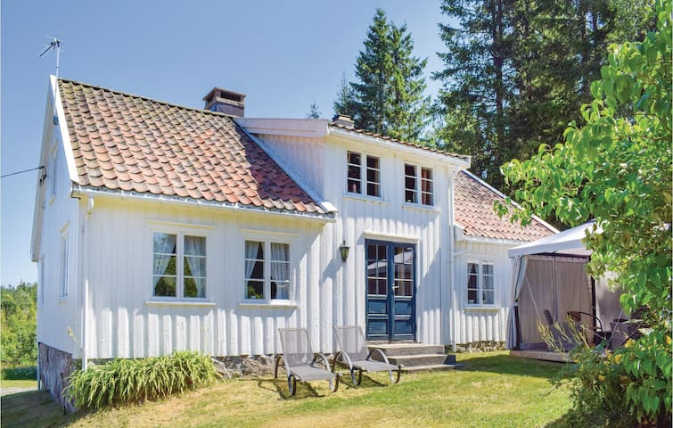 Holiday cottage with 2 bedrooms on 85m² in Grimstad
