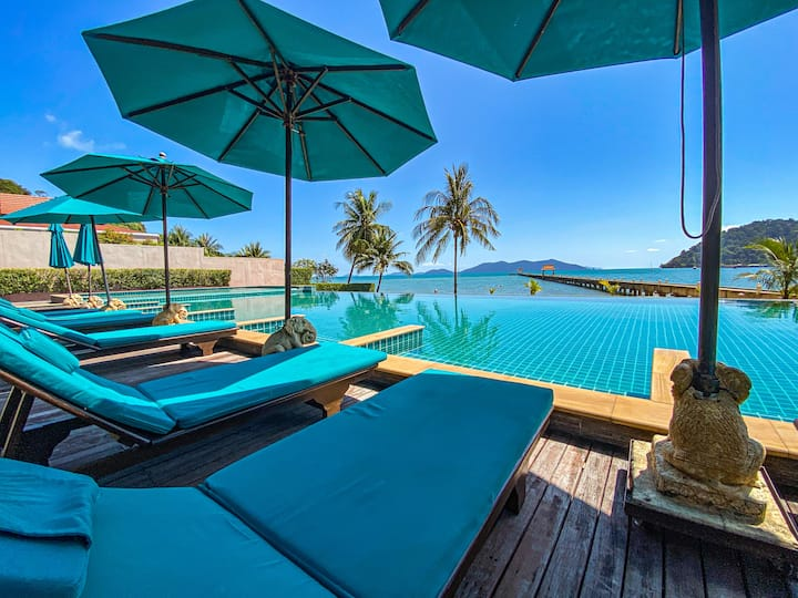 Luxury sea view penthouse with infinity pool in Tranquility Bay