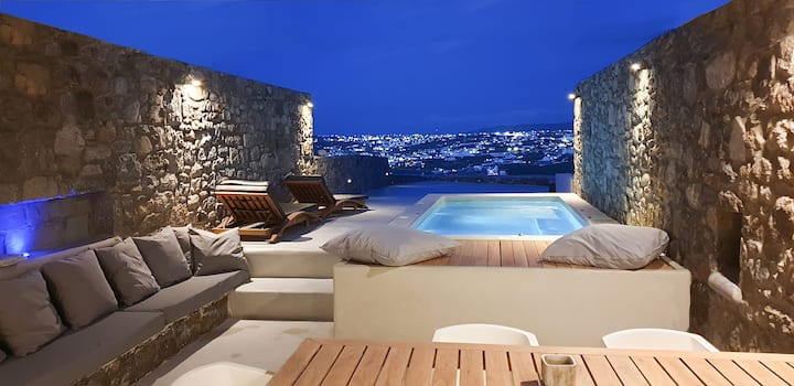 Mykonos Actor's Villa. 2 BDRs, private mini-pool.