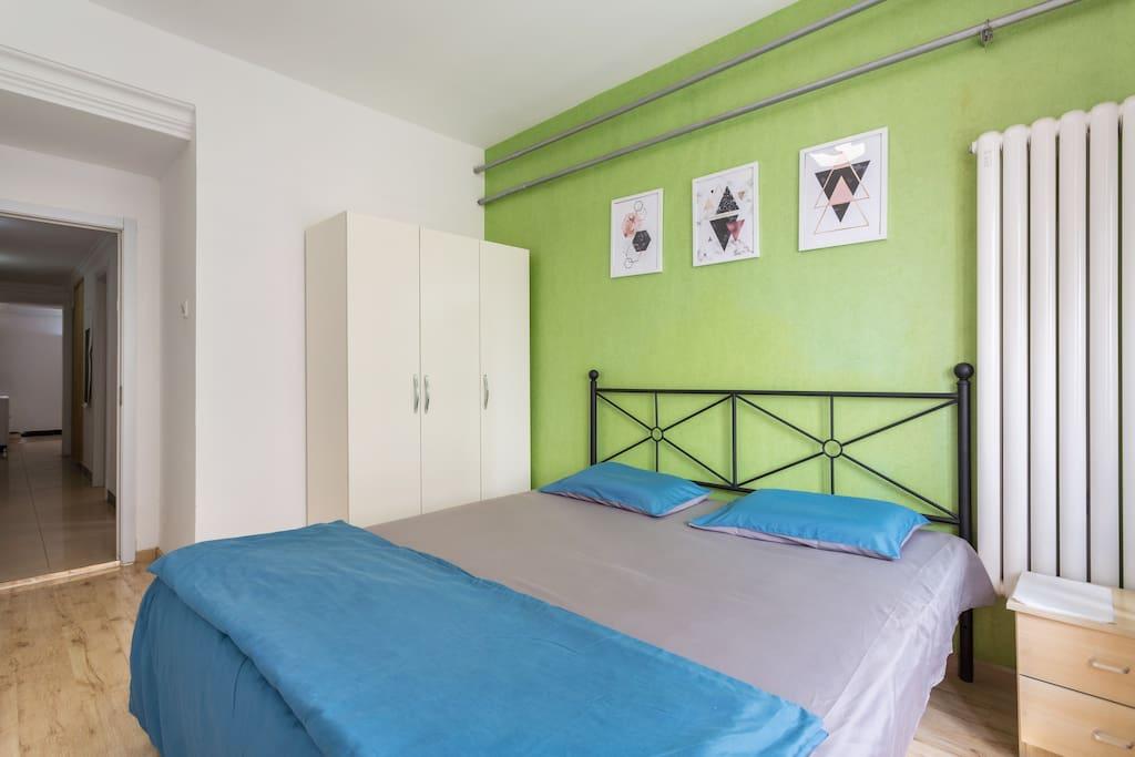 2米大床房 高级记忆深度睡眠枕芯 一次性床单可选