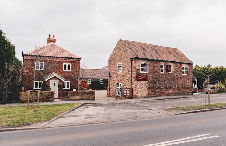 Home Farm & Lodge
