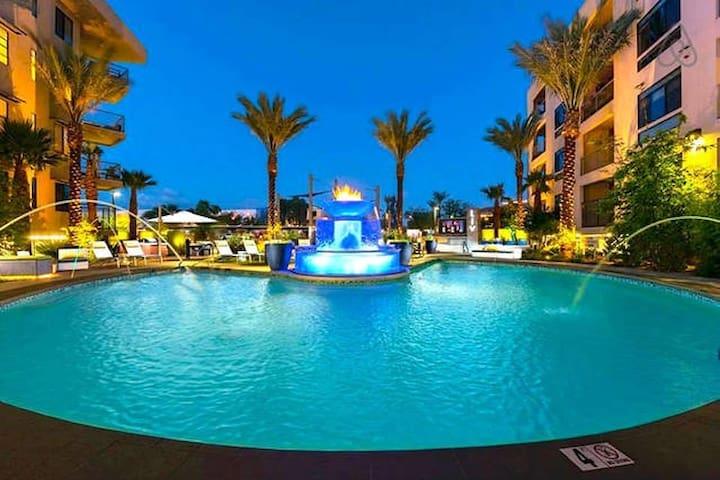 Luxury Resort condo next to scottsdale quarter.