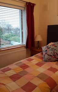 Single bedroom near public transport in dublin 16