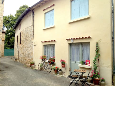 Tranquil cottage moments from the river L'Aveyron - Saint-Antonin-Noble-Val - Rumah