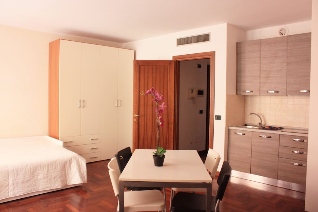 Monolocale in pieno centro appartamenti in affitto a for Appartamenti in affitto a cremona arredati