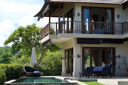 3 Bedroom Sea View Villa close to Pandawa beach