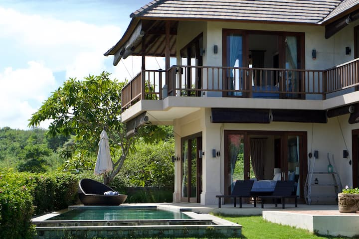 3 Bedroom Sea View Villa close to Pandawa beach